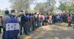 """""""Aquí esperamos la solidaridad"""": migrantes varados en Oaxaca"""