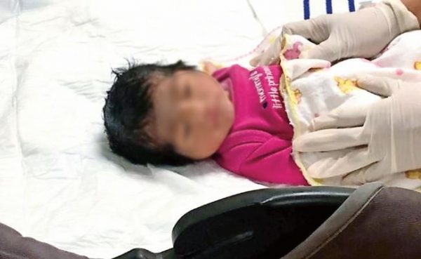Hallan a bebé arrancada del vientre de su madre en Alvarado