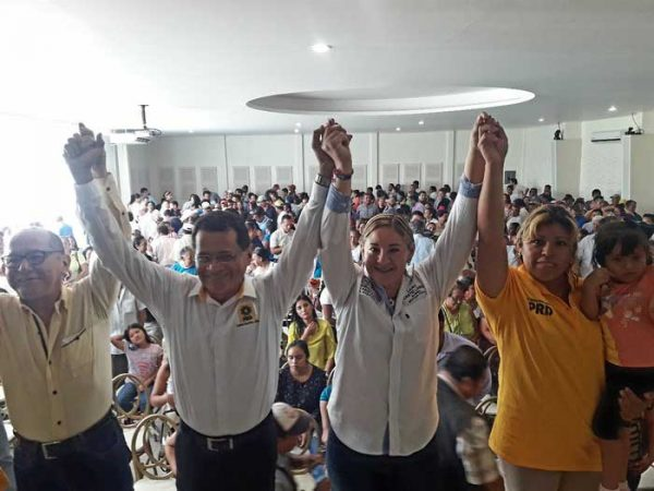 Asamblea del PRD en Loma Bonita respalda a Laura Castellanos