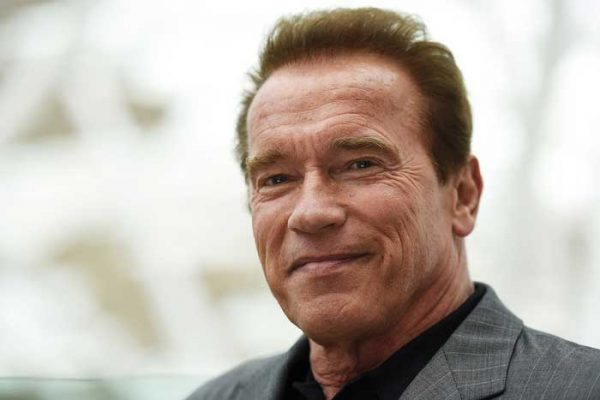 Arnold Schwarzenegger sale del hospital