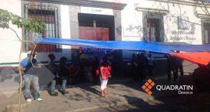 Manifestantes desalojan oficinas y cierran calles en Oaxaca