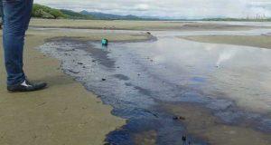 Derrame de petróleo en Oaxaca amenaza actividad turística y pesquera