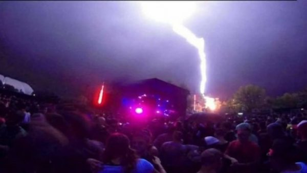 Un rayo cayó en una fiesta electrónica y se derrumbó el escenario