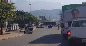 Afectan tránsito mototaxistas con bloqueo en crucero de Oaxaca