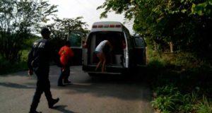 Rescatan policías y bomberos a menor arrastrado por el mar en Oaxaca
