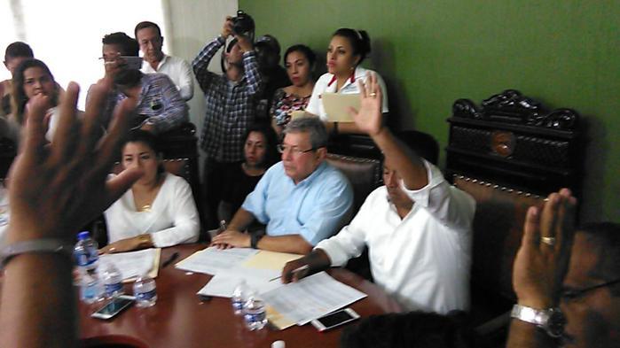 Dávila pide licencia por 46 días para buscar reelección