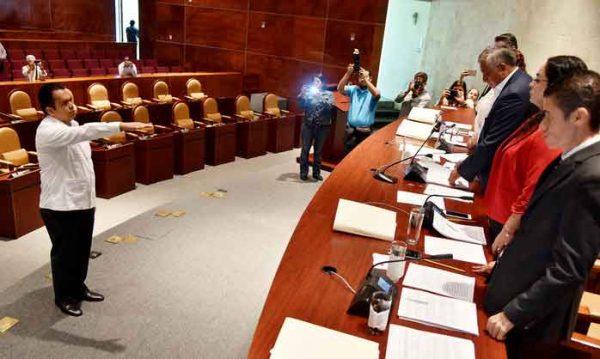 Rinde protesta Arturo Toledo como diputado suplente de Carol Antonio Altamirano