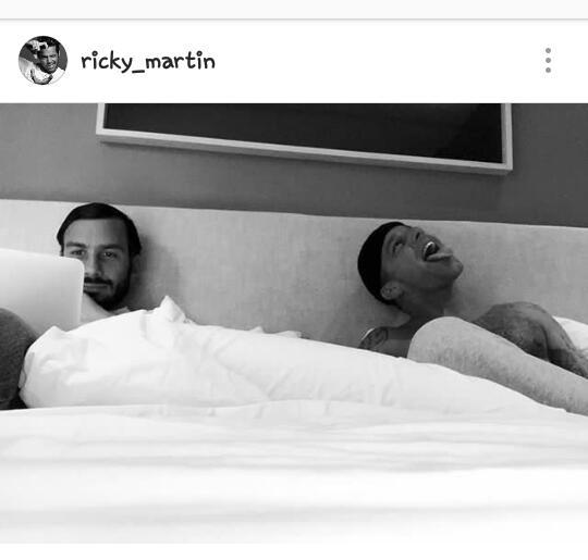 Ricky Martin comparte foto con su novio desde la cama