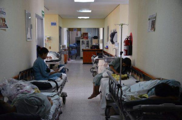 Déficit de un 30% de personal y medicamentos en unidades medicas de la Cuenca