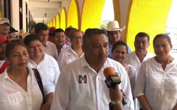 Comerciantes establecidos reclaman crecimiento de ambulantes y falta de seguridad en Tuxtepec: Santiago Parada