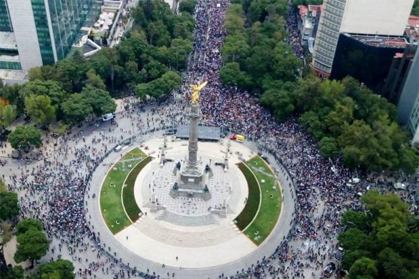 Marcha LGBTTTI y aficionados visten de color y fiesta Av. Reforma