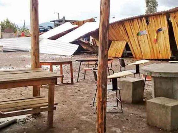 Derrumbes por lluvias afectan dos carreteras; anuncian cierres parciales en Oaxaca