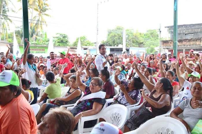 Convence a costeños propuesta de Raúl Bolaños Cacho Cué por la economía familiar y comercio local