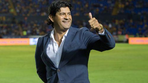 José Cardozo sustituye a Almeyda como técnico de Chivas