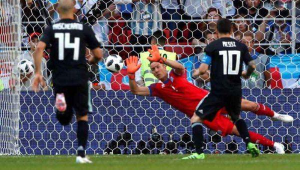 Messi falla un penalti en su estreno en el Mundial