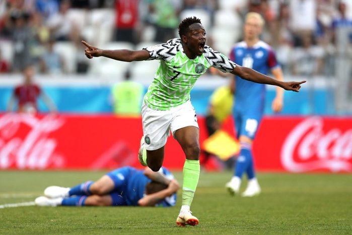 Nigeria derrotó 2-0 a Islandia y le da vida a Argentina