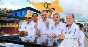 Héctor Pablo, Laura Castellanos y Felipe Reyes caminan de Frente a las votaciones
