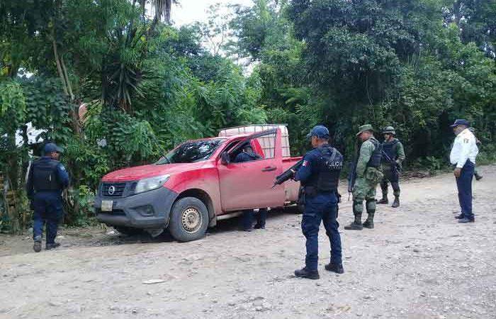 Recupera Policía Estatal 1 mil 100 litros de hidrocarburo y dos camionetas con reporte de robo en Cosolapa