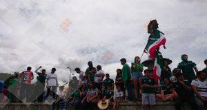 Festejan oaxaqueños triunfo de México ante Alemania