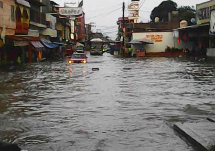 Alcantarilla en mal estado provoca estancamiento de agua en Flores Magón: Secretaria General