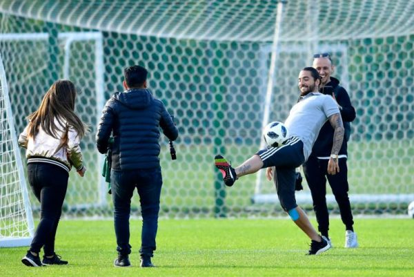Visita de Maluma sorprende a la Selección Mexicana en Rusia