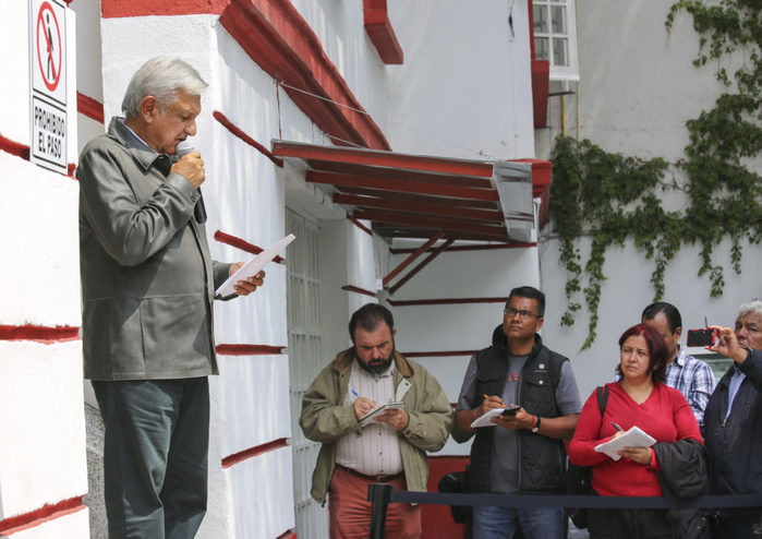 Investigación de Ayotzinapa no tendrá obstáculos, promete AMLO