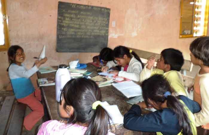 Piden enseñar mixteco a los niños antes que el español
