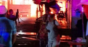 Consume incendio puestos en el mercado de Juchitán