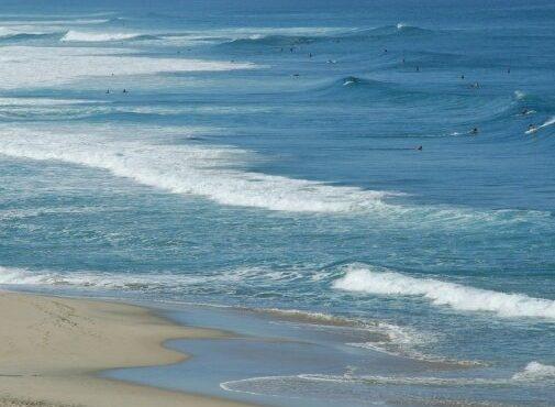 Arrastra el mar a dos turistas adolescentes en Puerto Escondido