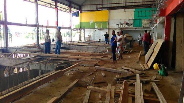 Dirigente de locatarios y encargado de obra se contradicen en término de remodelación del mercado central
