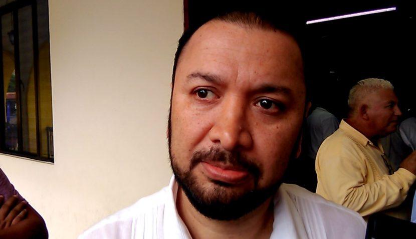 Señala Paco Niño al gobierno del estado de querer más espacios en el congreso