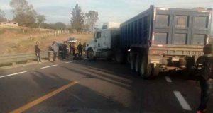 Habitantes de Nochixtlán toman caseta y bloquean carretera