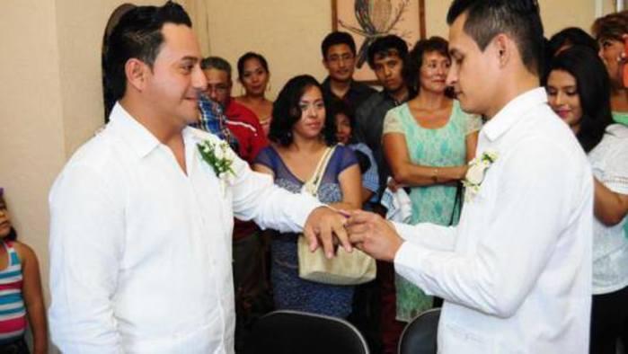 Sin celebrar matrimonios igualitarios en Tuxtepec desde hace año y medio: Registro Civil