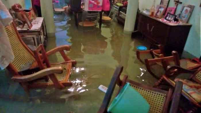 Viviendas y comercios inundados tras tormenta en Veracruz