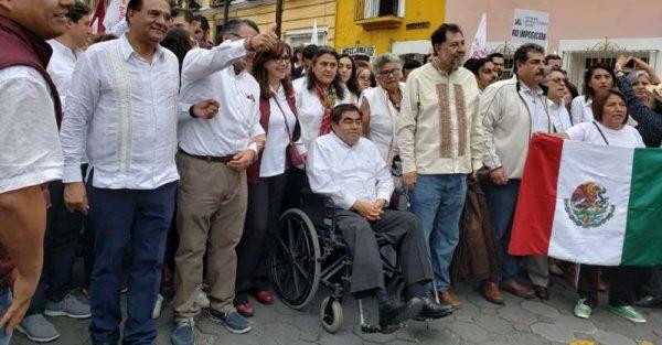 Barbosa encabeza marcha para reclamar fraude en elecciones de Puebla