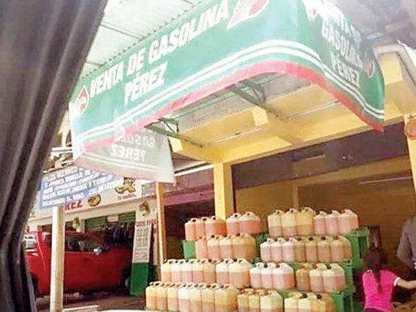 Huachicoleros abren su propia 'gasolinera'; circula foto de local
