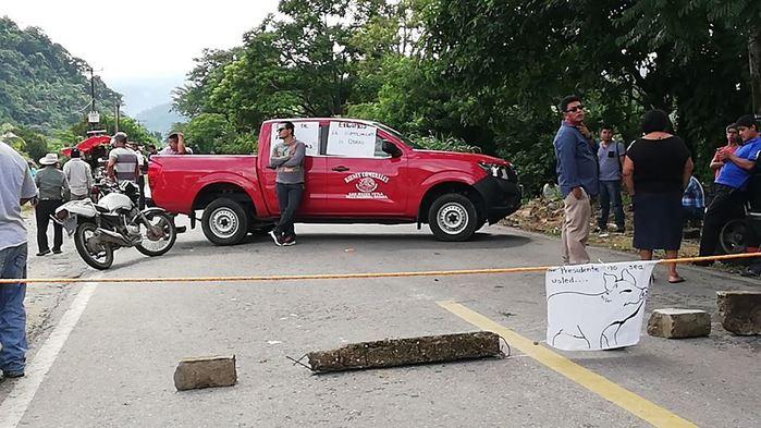 Obras inconclusas reclamos de los pobladores de Yetla tras bloquear carretera