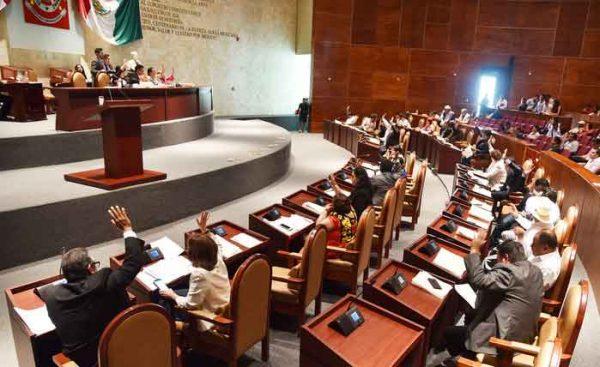 Morena inhabilita derechos de 16 diputados en Oaxaca