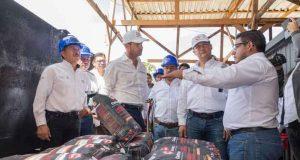 Ponen en marcha manos oaxaqueñas la primera planta de carbón en el país