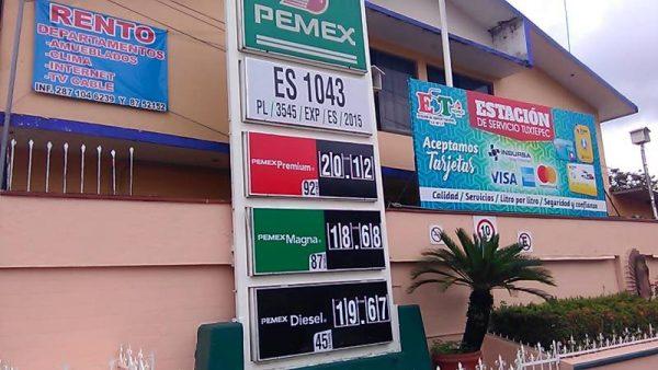 Por aumento en precio de la gasolina, taxistas disminuyen sus ingresos