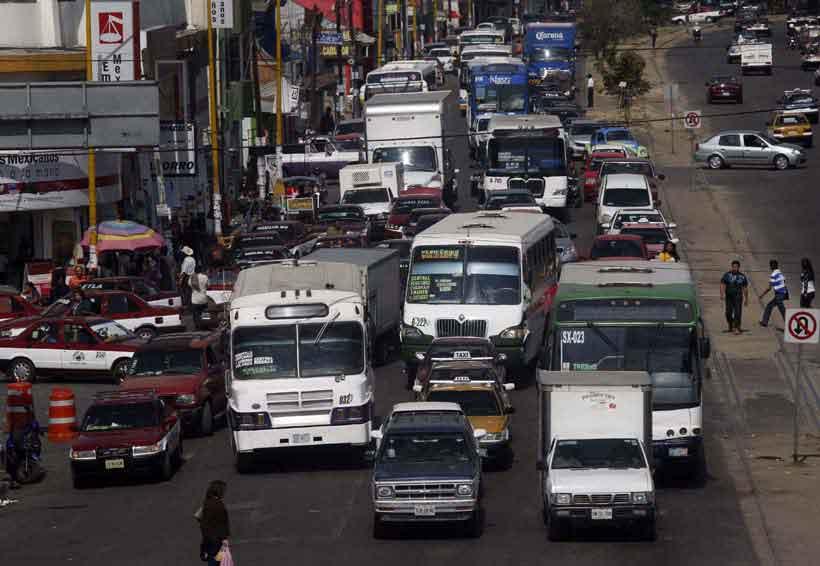 Anuncian toma de transporte público en protesta por aumento de precio del pasaje