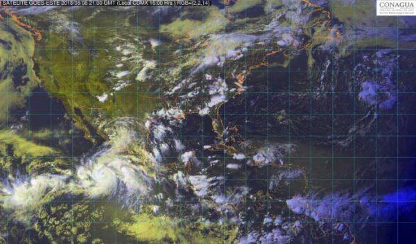 Evoluciona John a huracán categoría 1