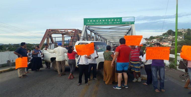 Bloqueo en Tehuantepec cumple más de 24 horas sin atención