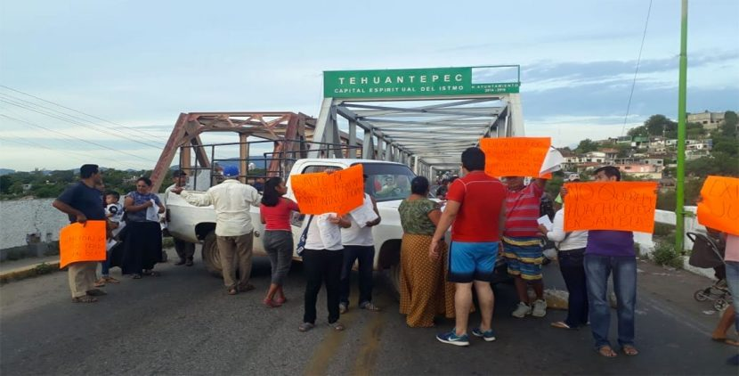 Cierran carretera en el Istmo a la altura de Tehuantepec