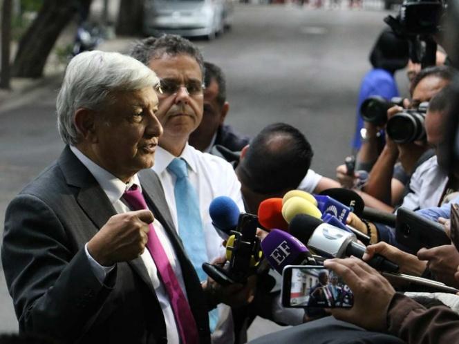López Obrador se reúne con el gobernador del Banco de México