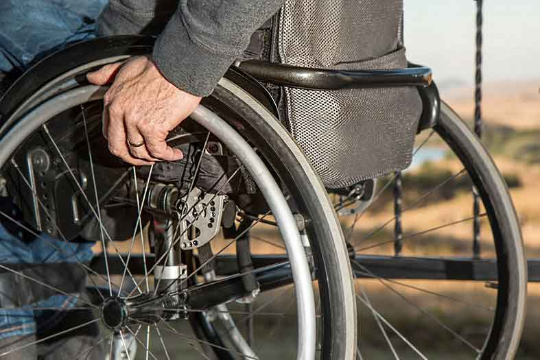 Discapacitado de la tercera edad denuncia al Juez Municipal por discriminación
