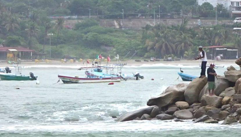 Por marejadas altas, cierran puertos en Oaxaca