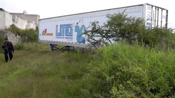 Sepultan 19 cuerpos de los abandonados en tráileres en Jalisco