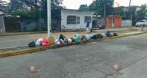 Una vez más, muro boulevard de Tuxtepec amanece con basura