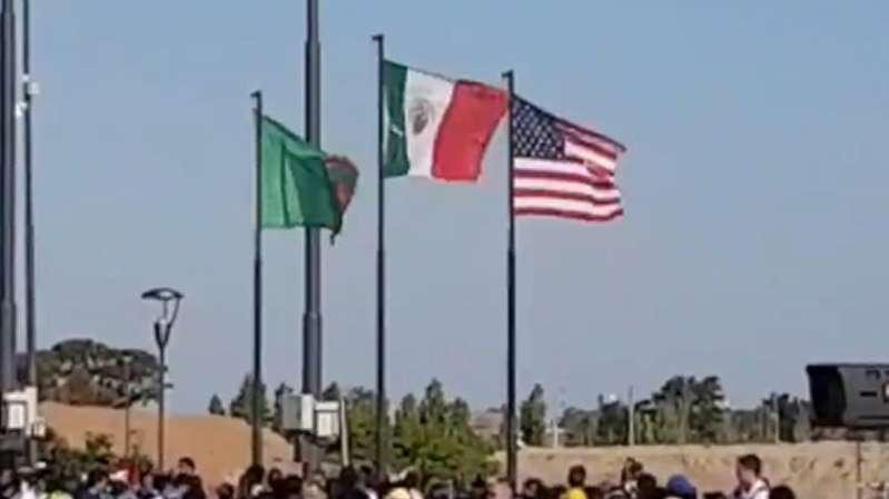 Bandera de México es izada al revés en Buenos Aires